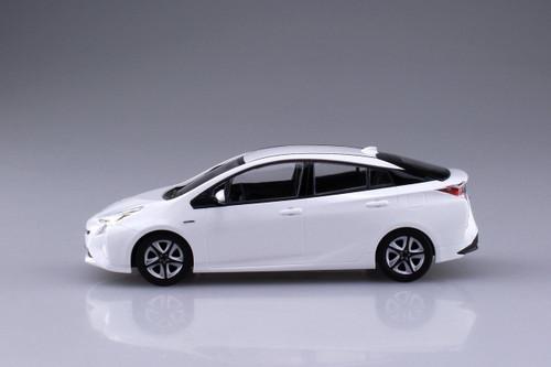 Aoshima 54161 Toyota Prius (Super White II) 1/32 scale pre-painted model kit
