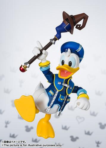 Bandai 208716 S.H. Figuarts Donald Duck Figure (Kingdom Hearts II)