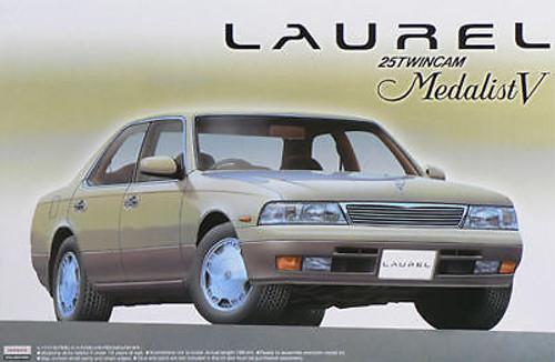 Aoshima 44131 Nissan Laurel C34 Medalist V 1/24 Scale Kit