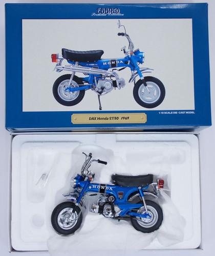 Ebbro 10005 Honda DAX ST50 1969 (Blue) 1/10 Scale