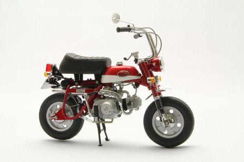 Ebbro 10020 Honda Monkey Z50Z (Red) 1/10 Scale
