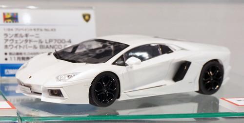 Aoshima 11393 Lamborghini Aventador LP700-4 (White Pearl) 1/24 Scale Kit (Pre-painted Model)