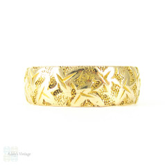 Antique 18ct Engraved Wedding Ring, Ivy Leaf Engraving on Wide Yellow Gold Victorian Ladies Wedding Band. Circa 1880s, Size J.5 / 5.