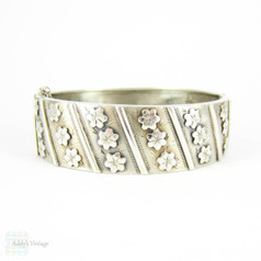 Vintage French Floral Bangle Bracelet, Rows of Flowers & Engraving in Sterling Silver. Circa 1920s.
