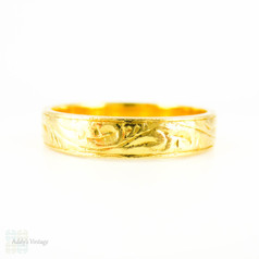 BALANCE Vintage 22k Gold Wedding Band, Ladies or Gentlemen's Engraved Wedding Ring. Circa 1970s, Size Q / 8.25.