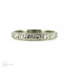 Engraved Art Deco Wedding Ring, 18K Floral Design Band. Circa 1930s, Size J / 5.