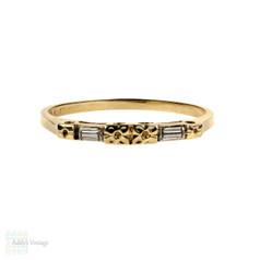 Vintage 14k Two Tone Engraved Wedding Ring, Flower & Baguette Design. Circa 1940s.