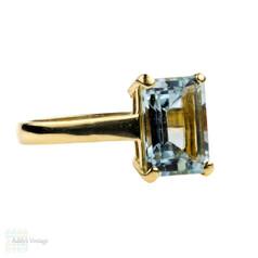 Aquamarine Single Stone Ring, 18ct Vintage Large Emerald Cut Cocktail Ring. Circa 1970s.