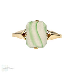 Green Striped Moulded  Glass 9k Ring, 9ct Yellow Gold. Circa 1970s.