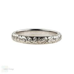 Antique Floral Engraved Platinum Wedding Ring, 1910s Foliate Design Band. Size J / 4.9