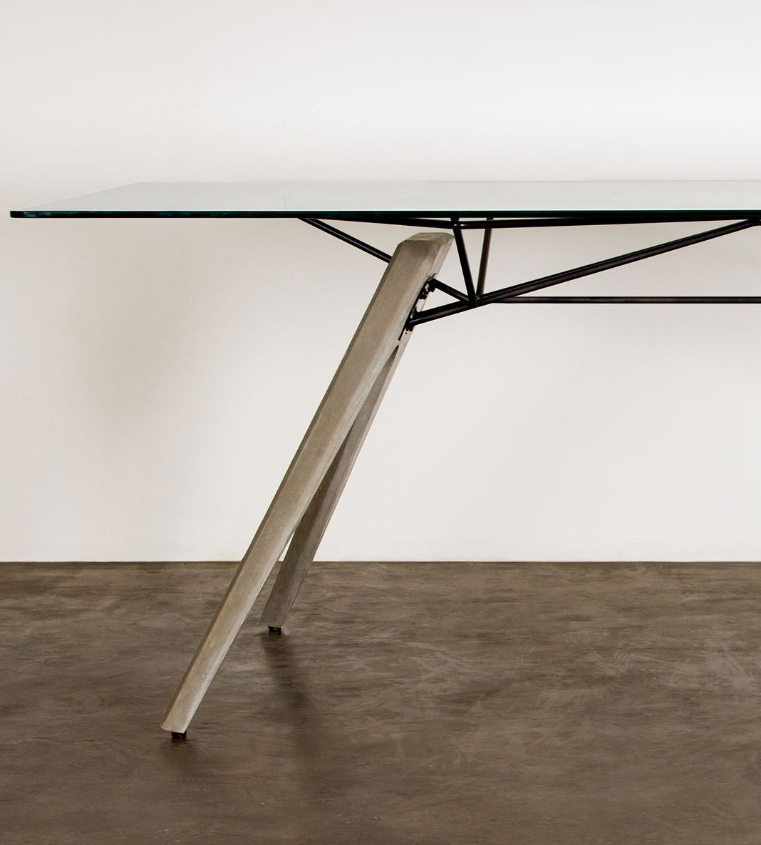 the kahn dining table by nuevo living