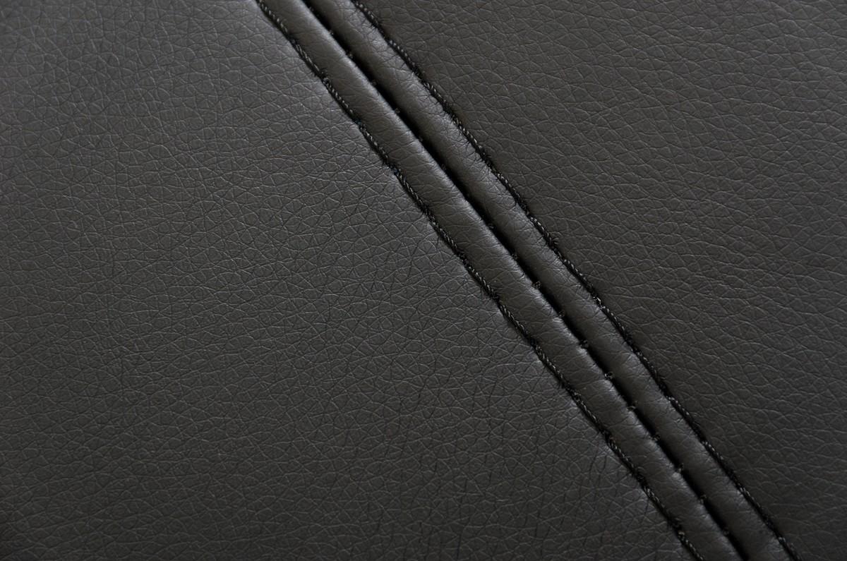 A Close up show of the Arianna Nero Contemporary Sectional Sofa.