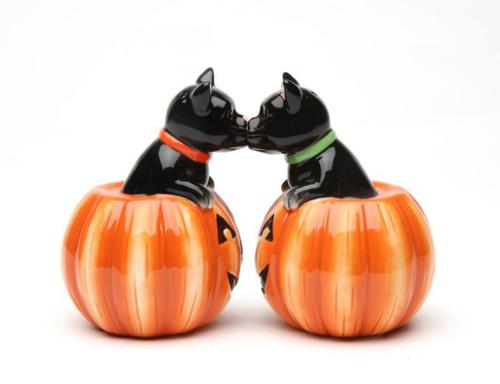 Black Cat and Halloween Pumpkins Salt and Pepper Shaker Set