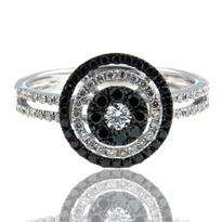 Round Diamond Cluster Ring w. Black Dia