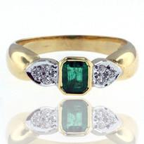 18kt Yellow Gold Emerald Diamond Ring