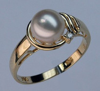 Cultured Pearl Solitaire Ring set in 14kt Gold