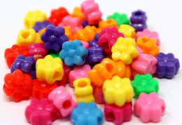 48pc Colored plastic flower pony beads, great for all types of craft - bird toy making projects, they measure approximately 11mm in diameter.