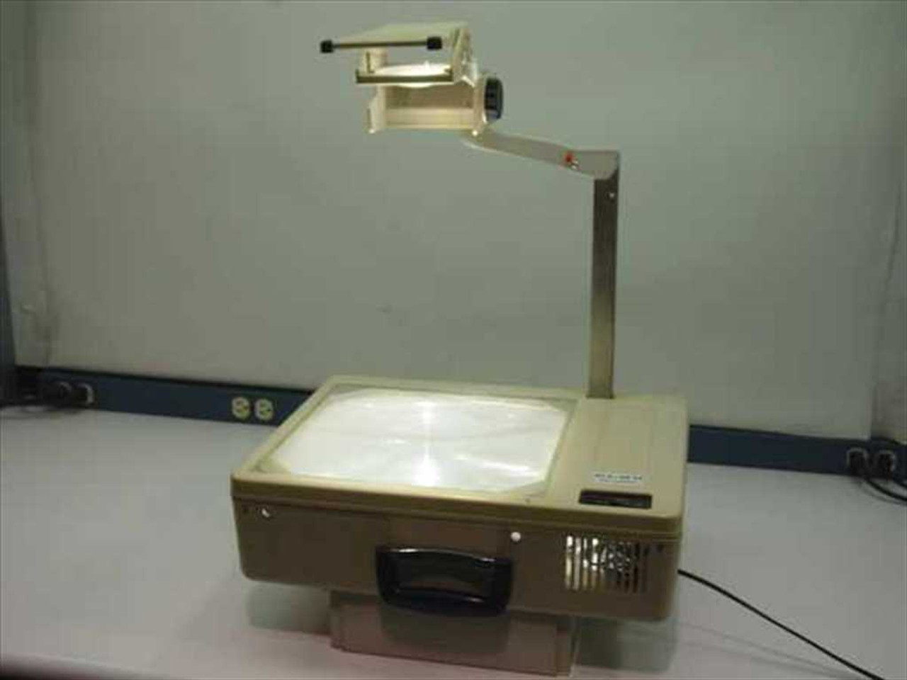 Elmo hp 285s portable overhead projector for Overhead project