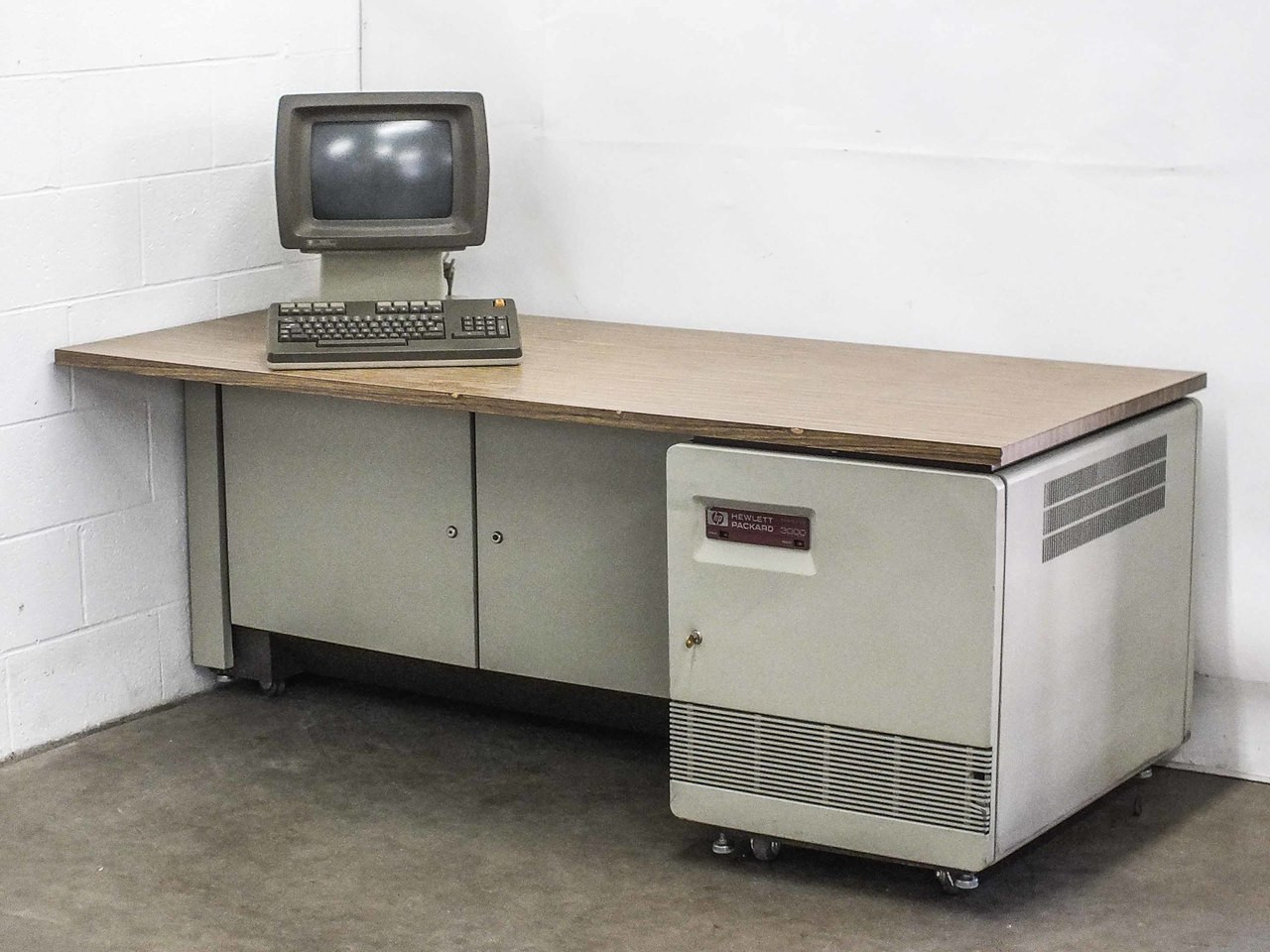 ibm 9370 or as400 vintage mainframe computer with options hewlett packard 32558a business mainframe computer system
