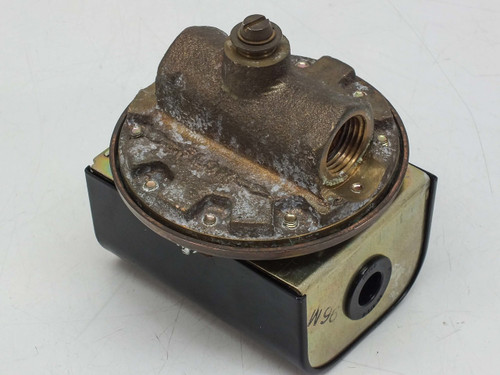 "McDonnell & Miller High Sensitivity Liquid Flow Switch 1/2"" NPT 32-225"