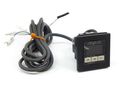 Omron E8F2 Digital Pressure Sensor with LED Display 0 to -101 kPa E8F2-AN0C