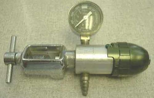 Hudson OT 408 B  Oxygen Regulator w/ Gauge