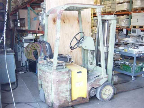 Clark TW-25  Electric Forklift