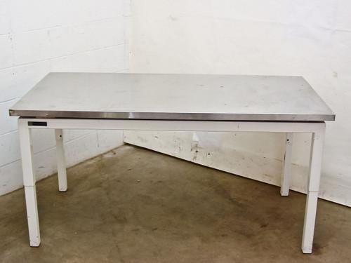 "Terra Universal Inc. 1724-00 1  Stainless Steel 30"" x 60"" Top Clean Room Table"