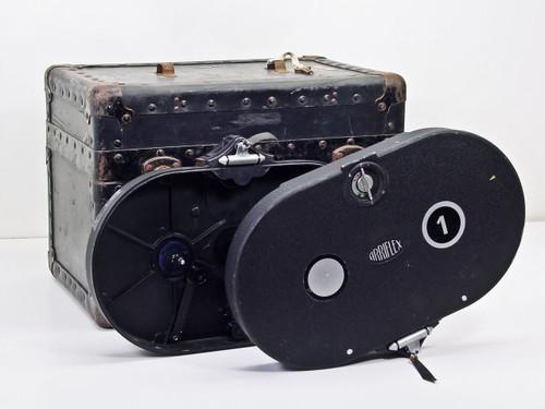 Arriflex 16mm 500'  1 film magazine w/ 3 slot case