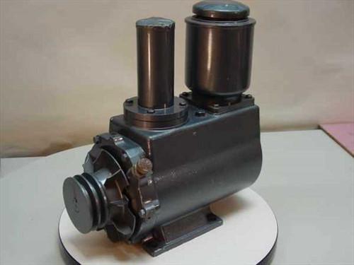 ULVAC Oil Rotary Vacuum Pump (D 950)