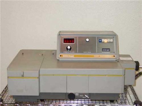 Beckman Model UV-25   UV & Visible Light Spectrophotometer