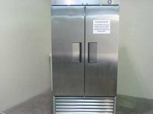 True Manufacturing T-35  35 CF Reach In Refrigerator - 2-Door Stainless