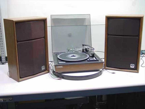 Fisher 305-XA  Fisher Automatic Record Turntable w/2 Speakers