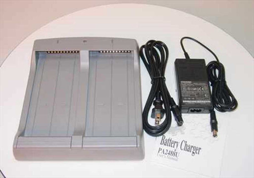 Toshiba PA2488U  Satellite Battery Charger w PA2440U 15V Power Supp