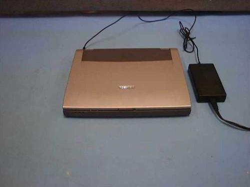 Toshiba PT810U-11953Z  Tecra 8100 700MHz. Laptop