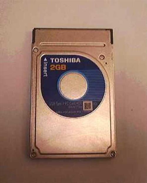 Toshiba PA3079U  2 GB Type II PC Card Hard Drive PCMCIA w/case