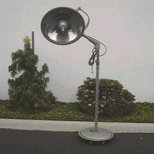 Brenner Surgical Light  Floor stand on rollers (1960s vintage)