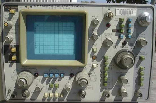HP 1744A  Storage Oscilloscope