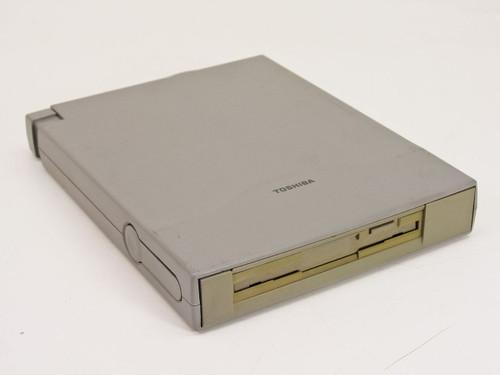 Toshiba 1.44 MB External Floppy Drive (400Adapt)