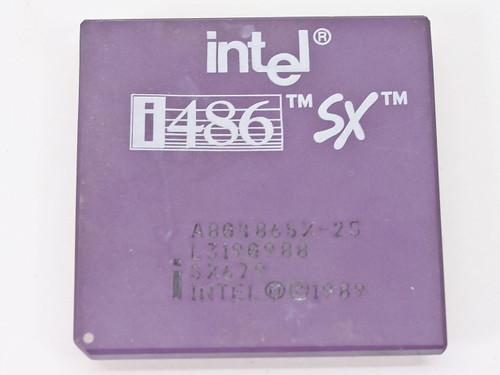 Intel i486/25MHz SX CPU A80486SX-25 (SX679)