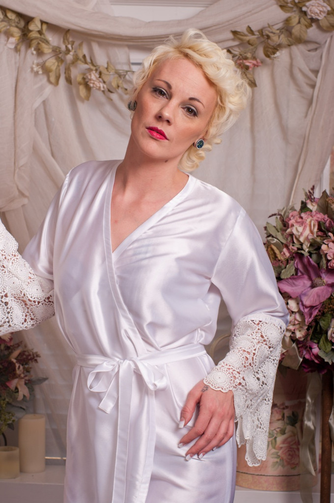 White Silk Floral Scalloped Lace Bridal Robe