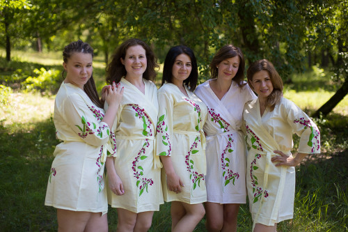 Light Yellow Climbing Vines Robes for bridesmaids