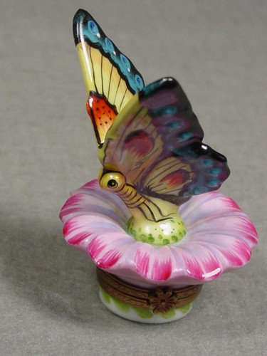 Chamart Butterfly On Daisy Limoges Box 2004\062