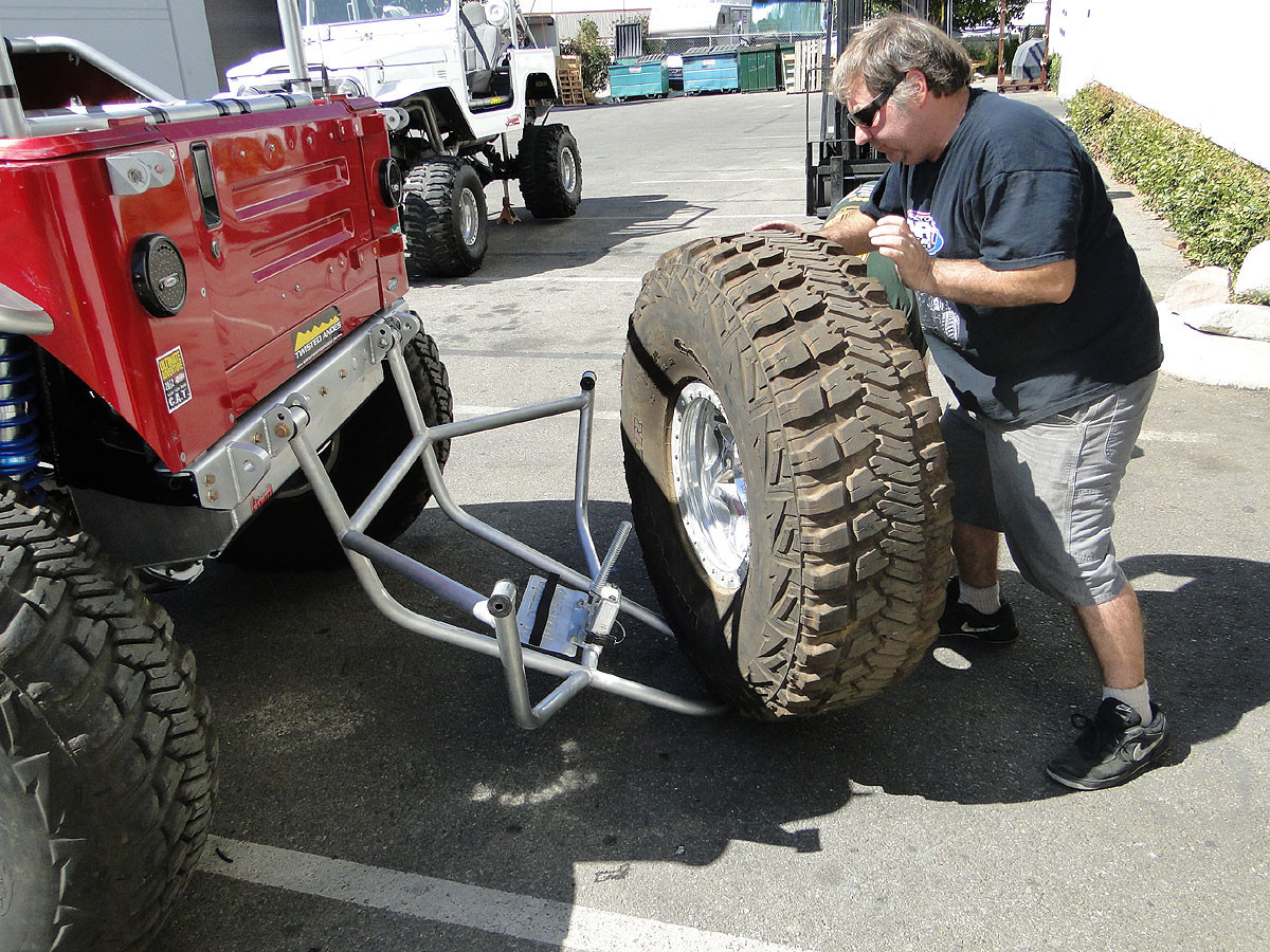 Easy for one person to load and unload a large tire by themselves!