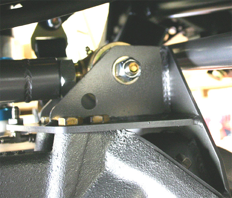 Bolts into the top of the front diff housing too!