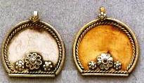 East Indian Metal Charm/Drop, Shield with flowers, 28mm, raw brass, (4 pieces)