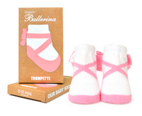 Girls cotton baby socks designed to look like ballet toe shoes.  In Gift Box.