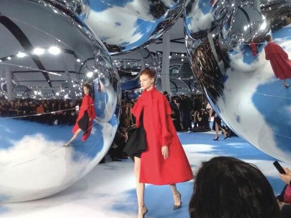 giant-inflatable-balls-intro-2-fx.jpg