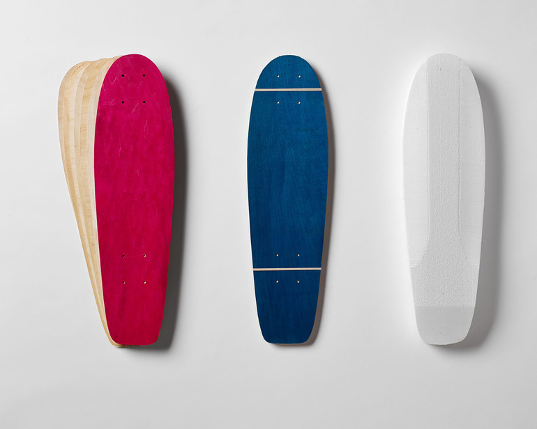Includes two sets of Lil'Rockit-shaped maple veneer 7-layer sets, plus a matching shaped foam mold. Each veneer set includes one random color dye-infused sheet.