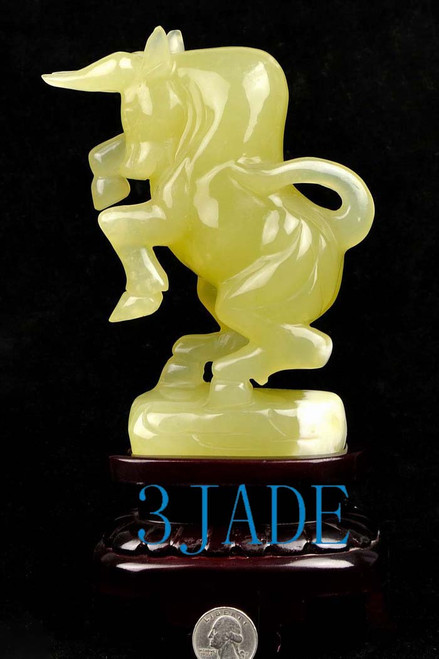 Xiu jade fighting bull statue